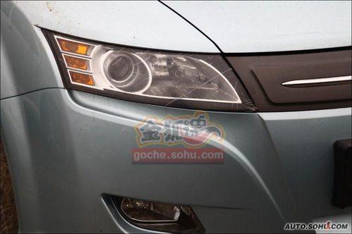 比亚迪展车,其中包括suv车型s6,插电式纯电动车e6,酷似凯美瑞高清图片