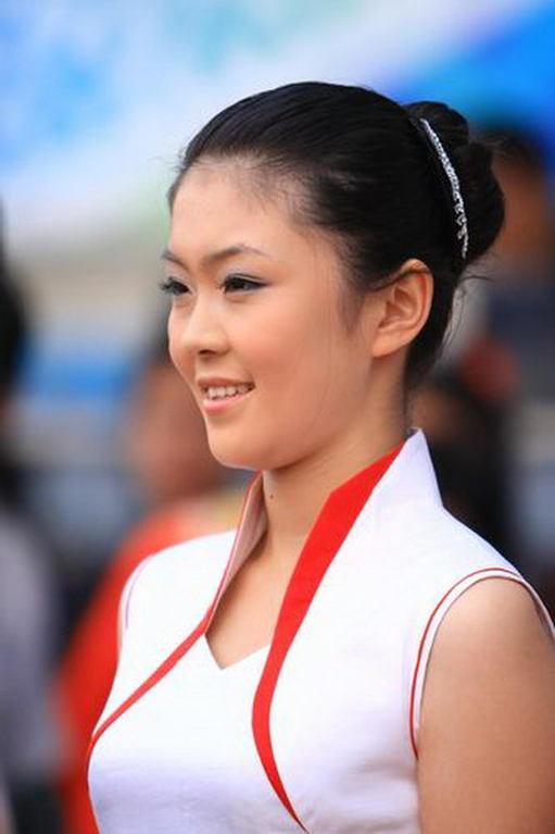 原中国女足队员范运杰小学教足球 体育频道 凤凰网