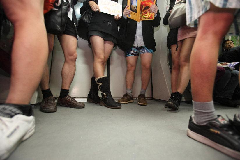 [惊爆图片新闻]不穿裤子搭地铁 - 快乐码头 - .