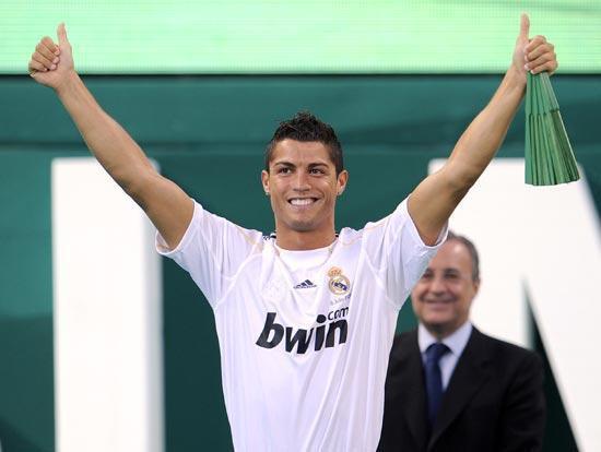 ...C罗9400万欧元身价从曼联转会至皇马,创下世界球员身价新记录,...图片 49219 550x414