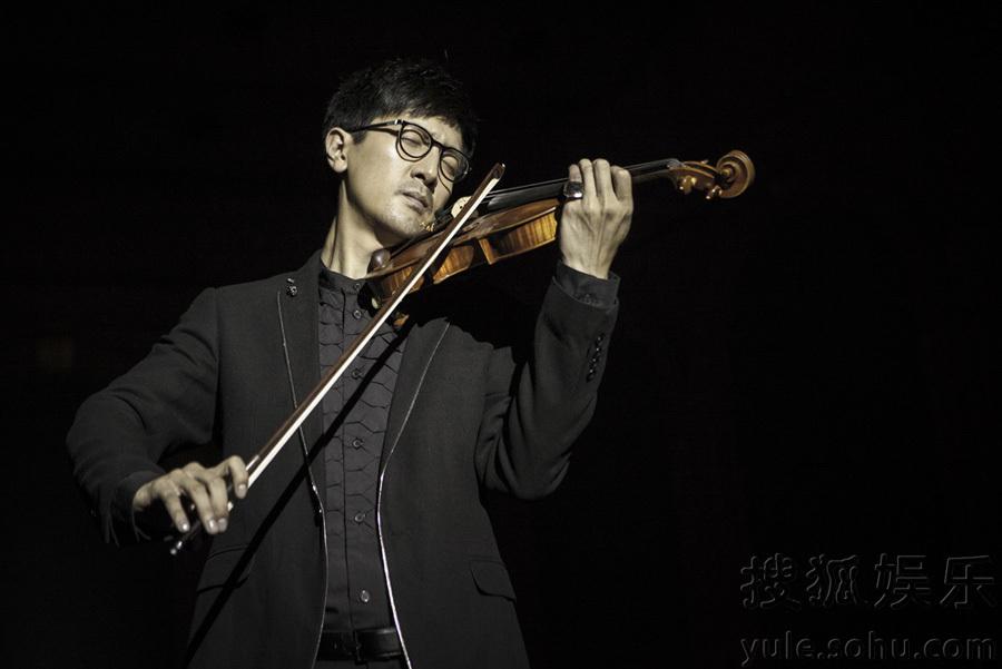 张鲁一激情小提琴秀 优雅端庄尽显艺术家气质