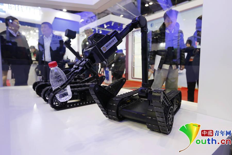 (HRG)研发,分别为武装打击机器人、侦察机器人、小型排爆机器