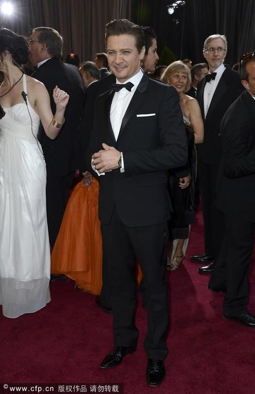 """Awards)颁奖礼红毯,""""新伯恩""""杰瑞米-雷纳任颁奖嘉宾.-第85届"""