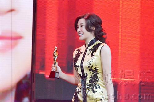 """徽卫视主办的""""2013国剧盛典""""在京录制.""""正能量女王""""刘晓庆受"""
