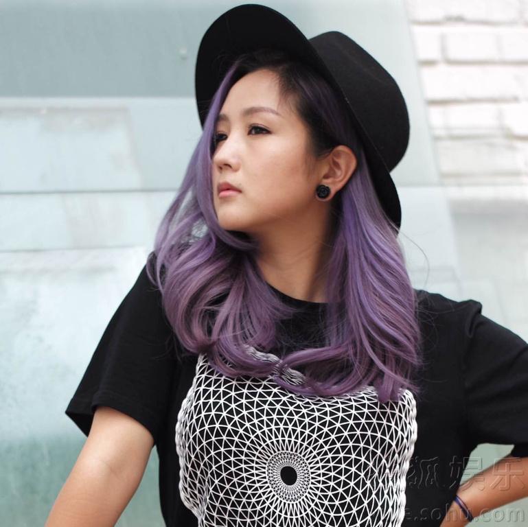 何洁最新街拍曝光 黑衣造型消瘦显时尚图片