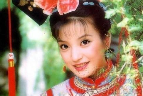 《还珠格格》中赵薇扮演的小燕子,赵薇这一般的清宫造型做的更传