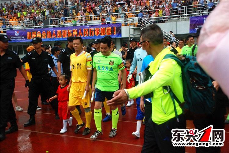 香港明星队比赛爆发群殴 谭咏麟黄日华黑脸 图