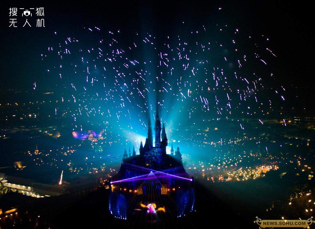 上海迪士尼乐园上演 开幕烟花秀