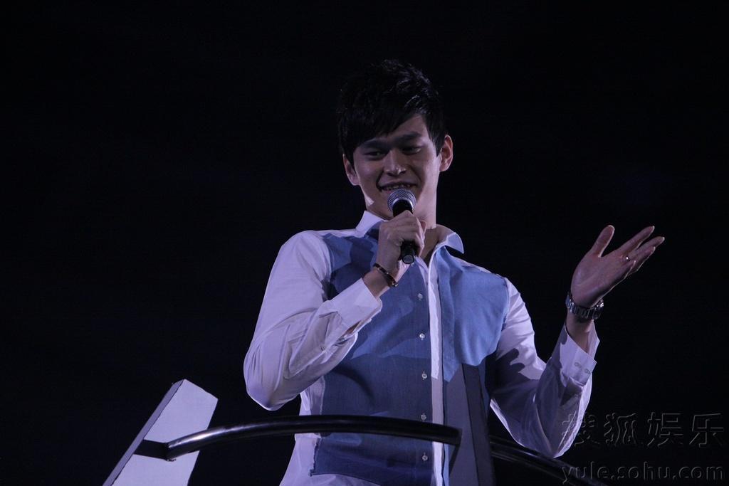 """12月31日,江苏卫视2013""""幸福领航""""跨年演唱会在南京奥体中心体图片"""
