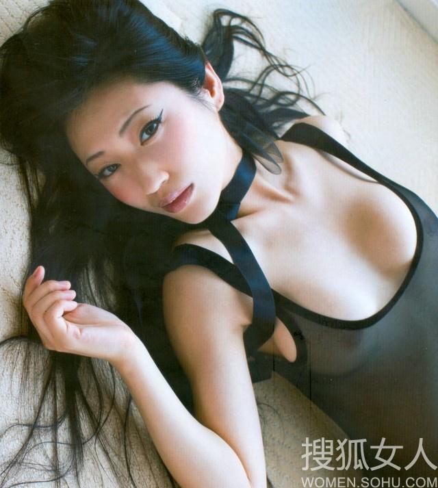日本情色女王坛蜜写真 半裸酥胸透视装诱惑