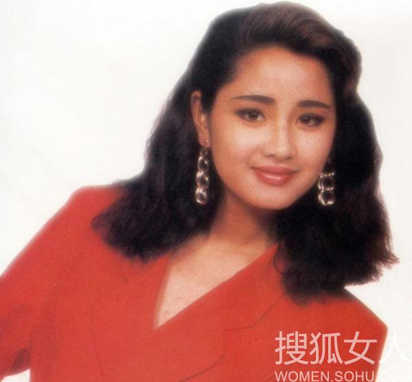 李湘晒素颜照调侃自己 看那些饼脸也惊艳的女星;          绝美女