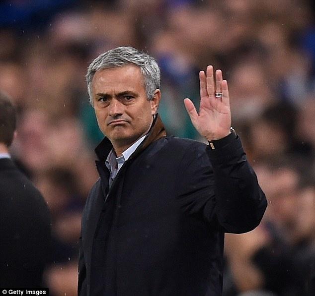 年英伦足坛最令人震惊的事件之一是穆里尼奥被切尔西解雇,要知道