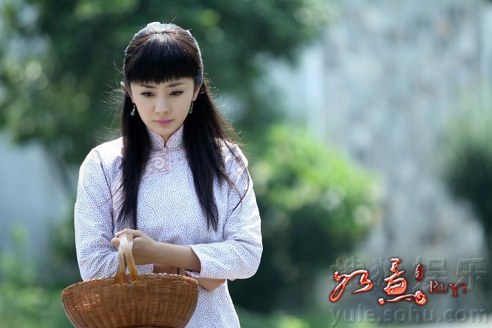 杨幂在剧中有着多达二十几套的华服,每件均是民国服饰专家为其图片