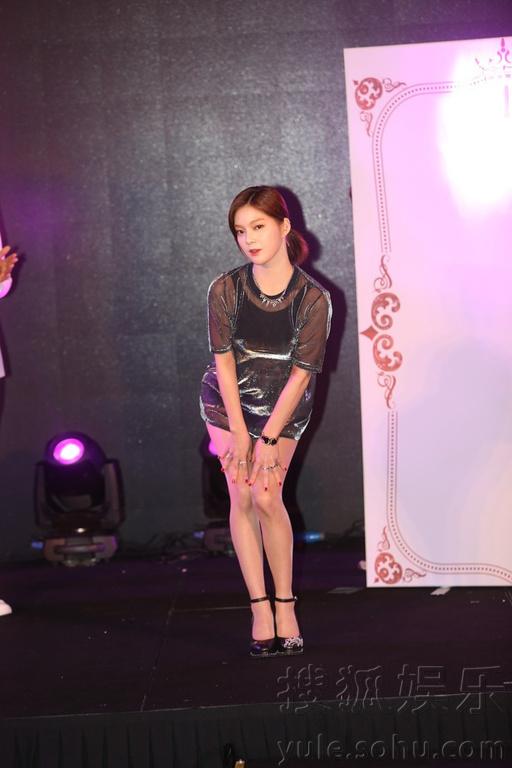《火爆天王》于6月29日下午举行了开机发布会.主演张赫、徐珠贤