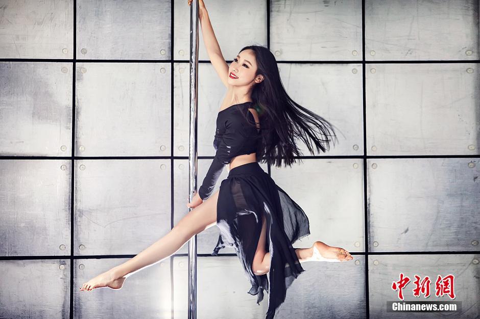 中国钢管舞美女大赛 美女热舞秀性感绝技