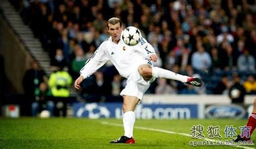 疑问,齐达内是足球史上最伟大的球员之一,在伯纳乌,更是如此.图片