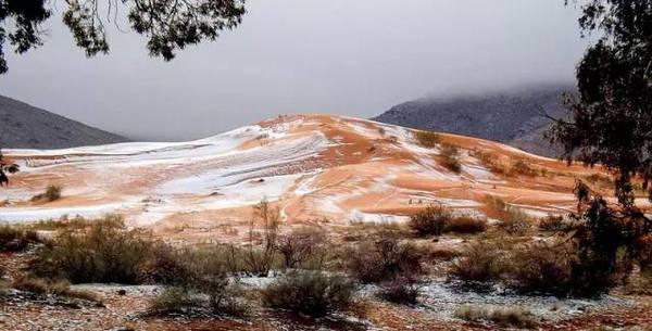 """""""沙漠之门"""",夏季炎热,冬季的平均气温13摄氏度.报道称,这是"""