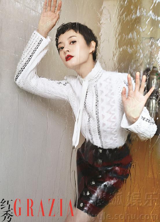 娱乐讯 日前,孙俪为某时尚杂志拍摄封面大片. 无论是白色衬衫、