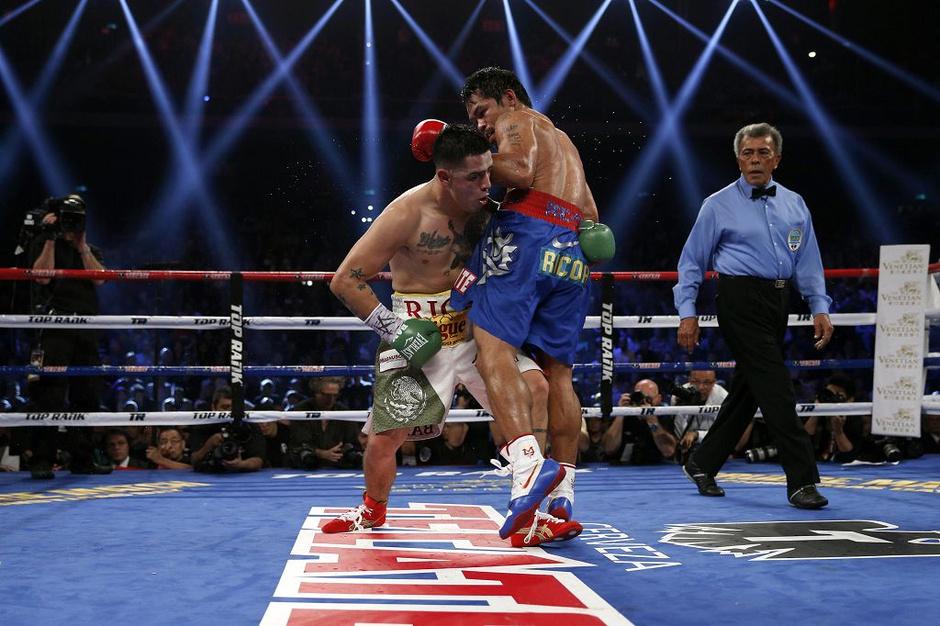 帕奎奥vs里奥斯_高清图:帕奎奥重夺金腰带 菲律宾拳王享受荣誉