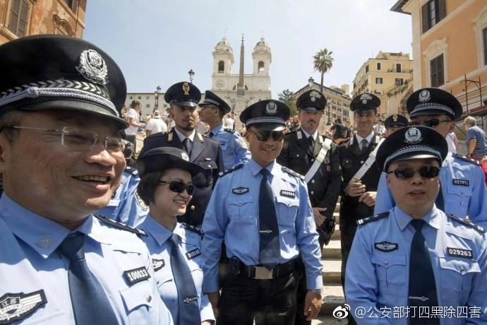 中意两国警察联合巡逻 确保中国游客安全