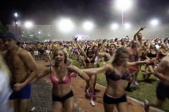 美国大学生内衣狂欢派对