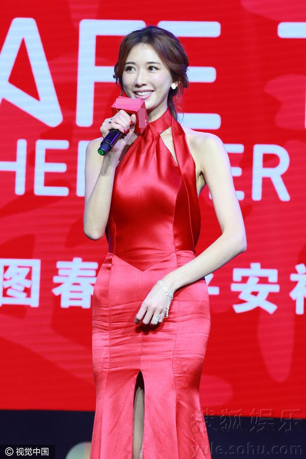 美上天啦!林志玲大红裙晒美背身材凹凸有致(图)