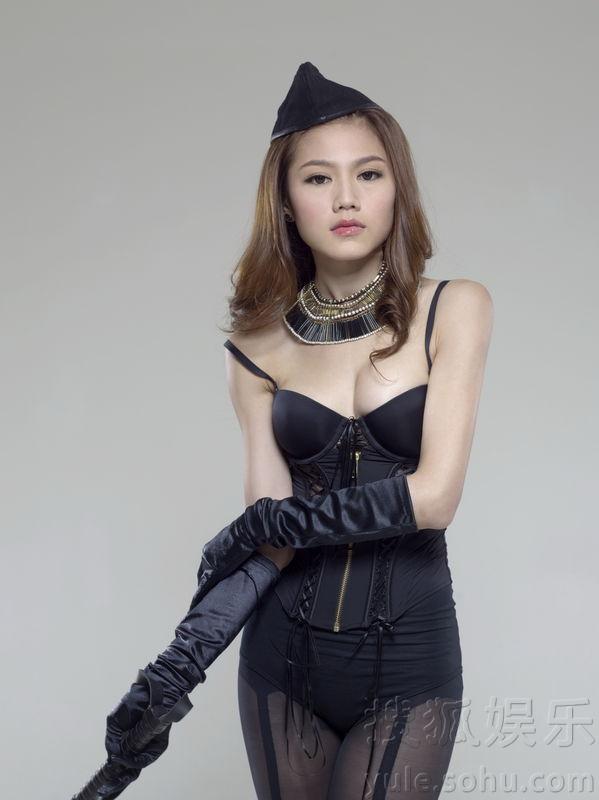 周秀娜杜汶泽玩虐恋 拍SM海报 娱乐频道