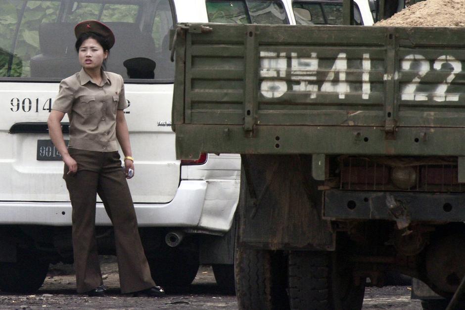 戴金表的朝鲜女兵。。。 - 俊哥儿 - 俊哥儿的博客(热点透视军情解密名人真相)