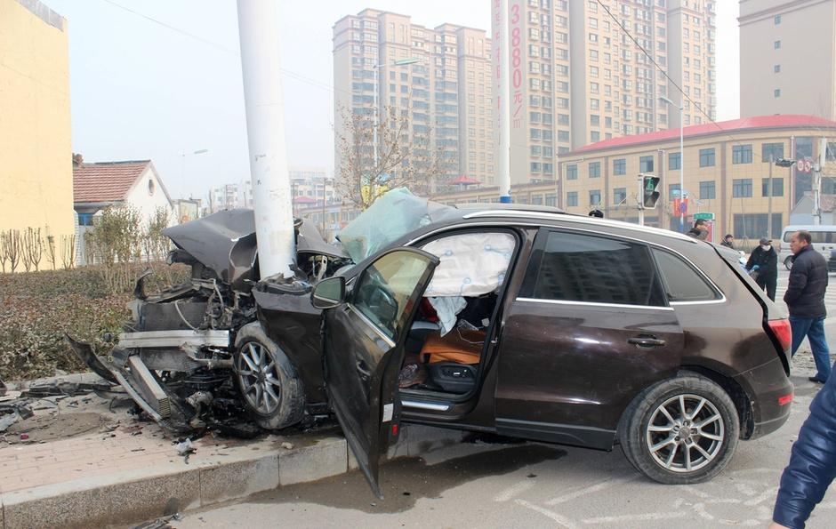 audi车-2015年12月13日消息,山东滨州,凌晨3:00左右,黄河十一路渤海七图片