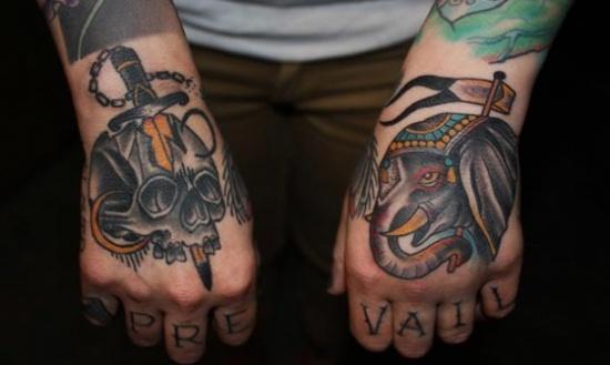 手上的艺术 创意十足的组合式手部纹身