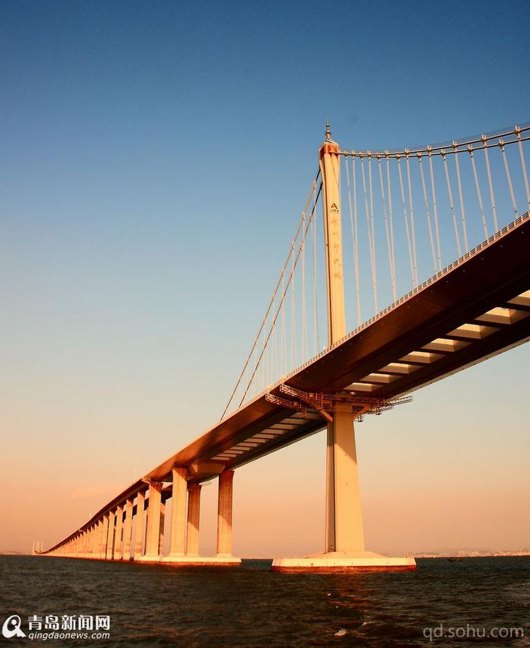 青岛西海岸经济新区和红岛新区建设步伐的加快,胶州湾大桥这条联通青