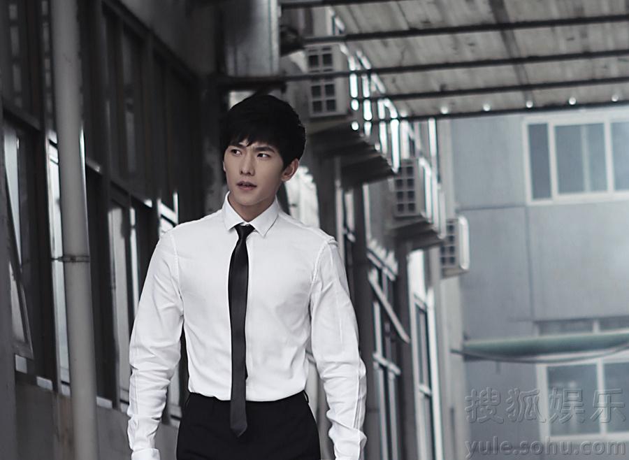 《少年四大名捕》宣传片 杨洋白衬衫黑领带帅