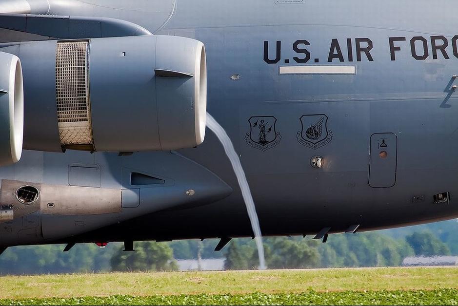 喷气式战机发动机吸气瞬间神秘气流 环球军事报道:现代喷气式飞机