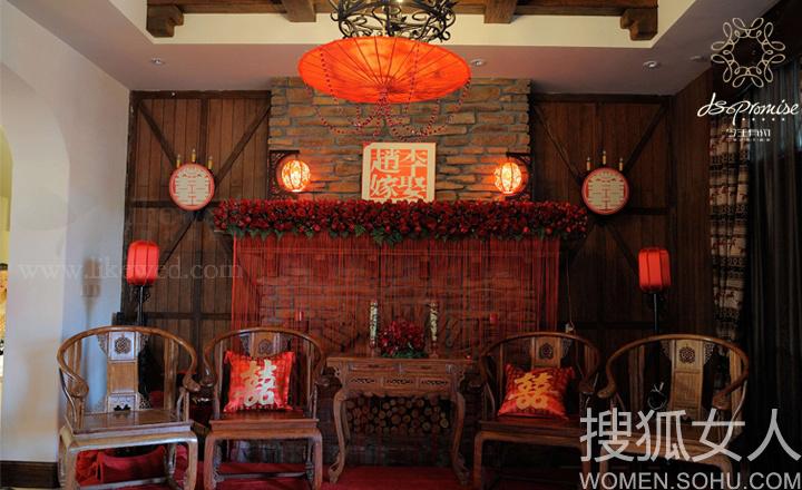 喜庆唢呐配西式长条桌