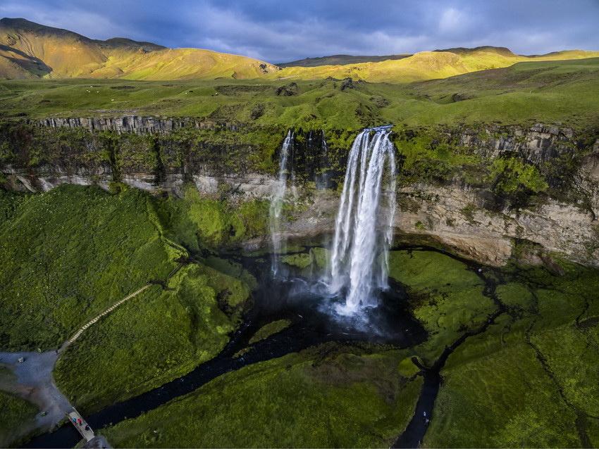 摄影师用无人机航拍冰岛美景