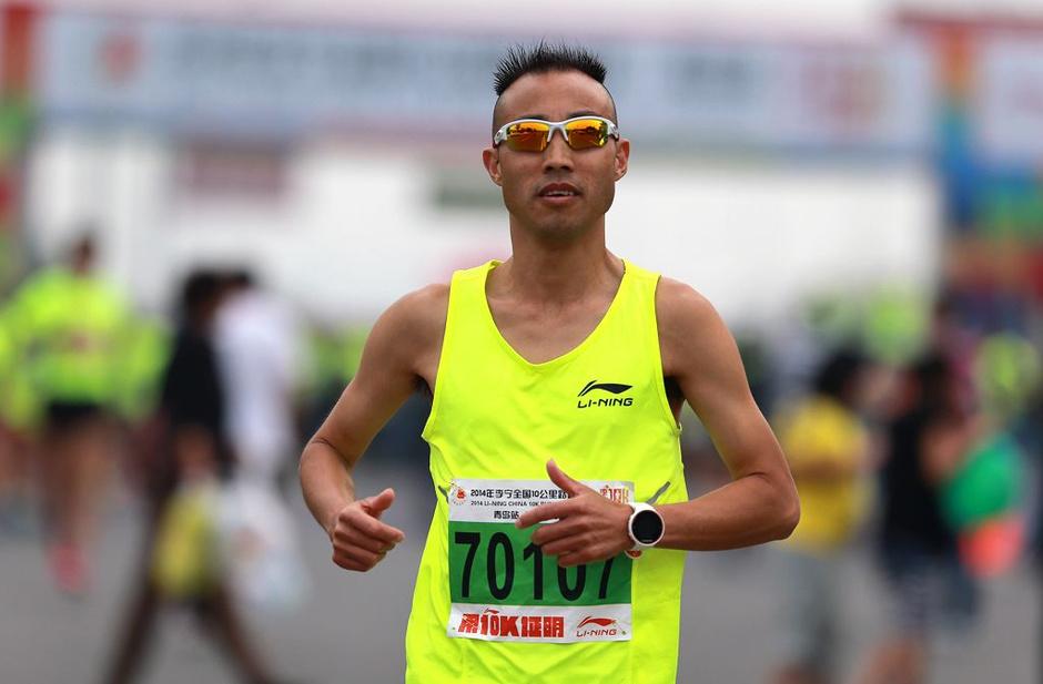 激情奔跑 6月15日,2014年李宁中国10公里路跑联赛青岛