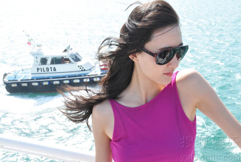 王丽坤最新写真秀雪肌 慵懒优雅意式情调