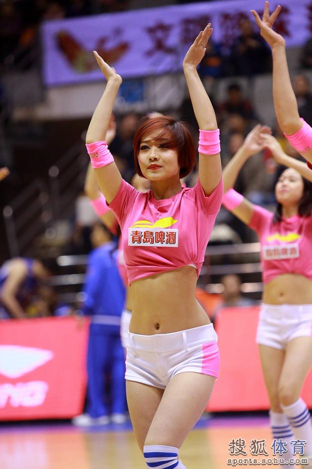 组图:新疆篮球宝贝火辣热舞