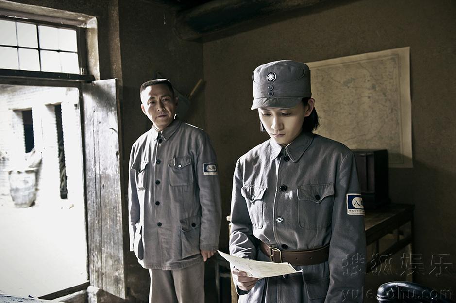 此次罗忆楠饰演一位从官二代转变为战地记者的热血青年江君玉,为这部