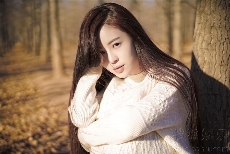 温心森林系写真 做一枚安静的秋日美少女