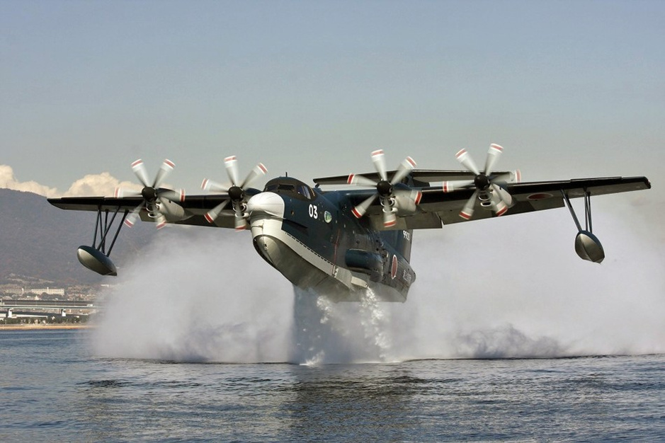 日本海上自卫队us-2水上飞机一头栽进海里坠毁