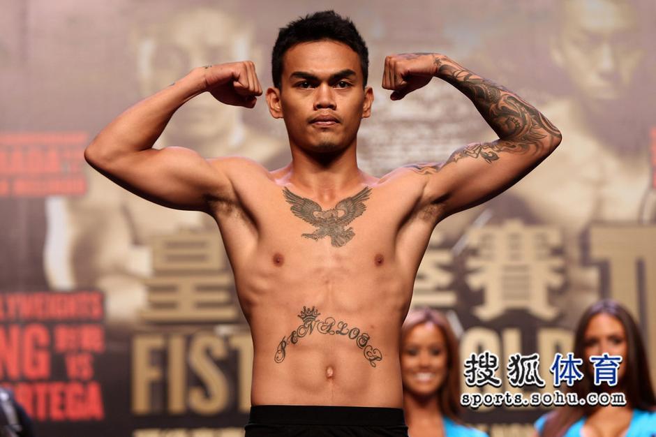高清:黄金拳赛ii赛前称重 众选手展现霸气纹身