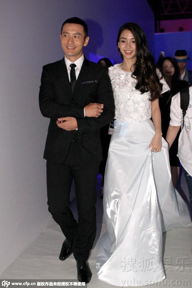 黄晓明与baby合体现身 挽手并肩前行似演习婚礼