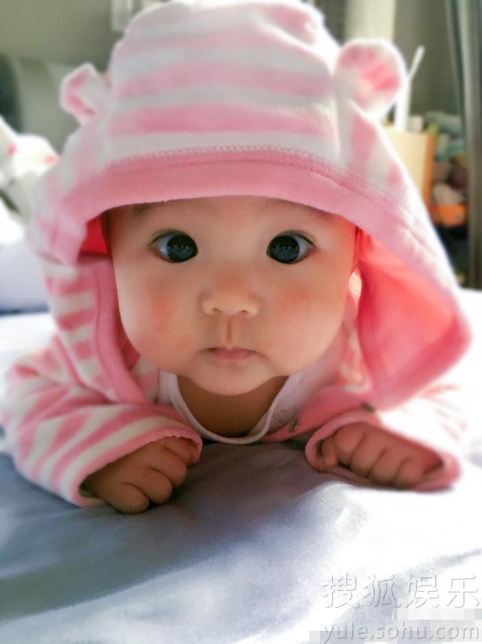萌化了!贾静雯女儿大眼可爱似洋娃娃