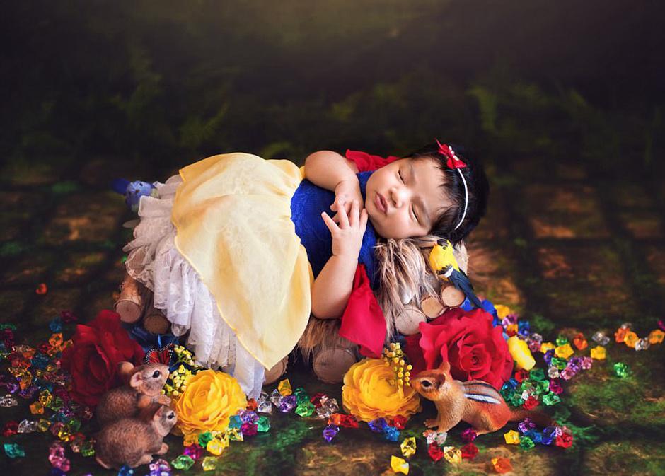 超萌!小婴儿变身迪士尼公主迷倒众人