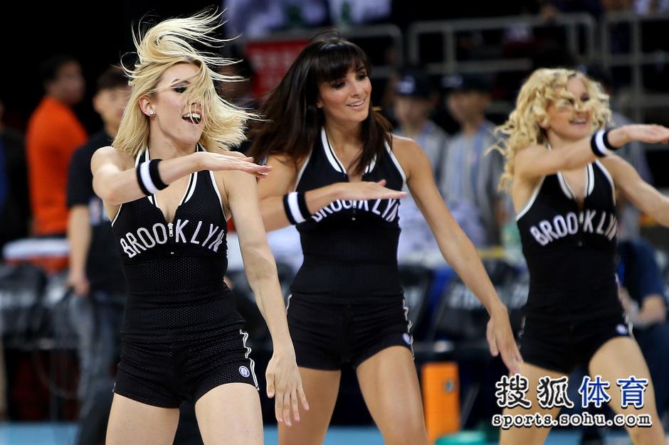 高清:NBA啦啦队闪耀中国赛 性感美女秀销魂舞