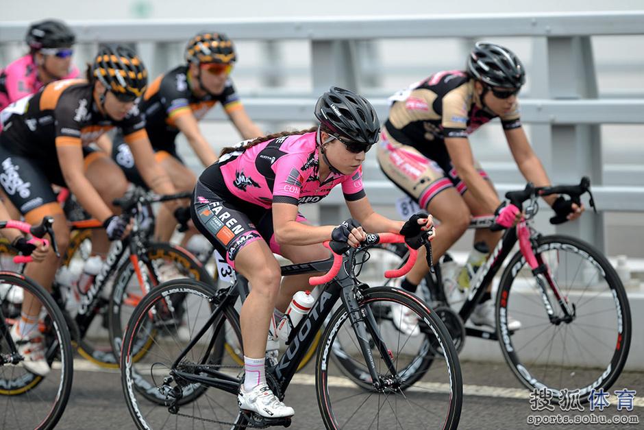 高清:环崇明岛公路自行车赛 荷兰名将率先冲线