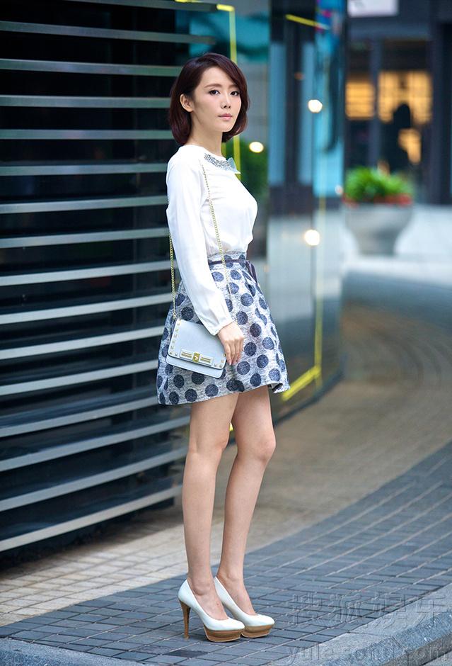 车永莉街拍大片春意袭人 波点短裙气质优雅