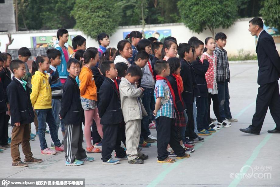 图片故事:山区留守儿童打火把翻山越岭求学7891543 ... : 小学校1年 : 小学校