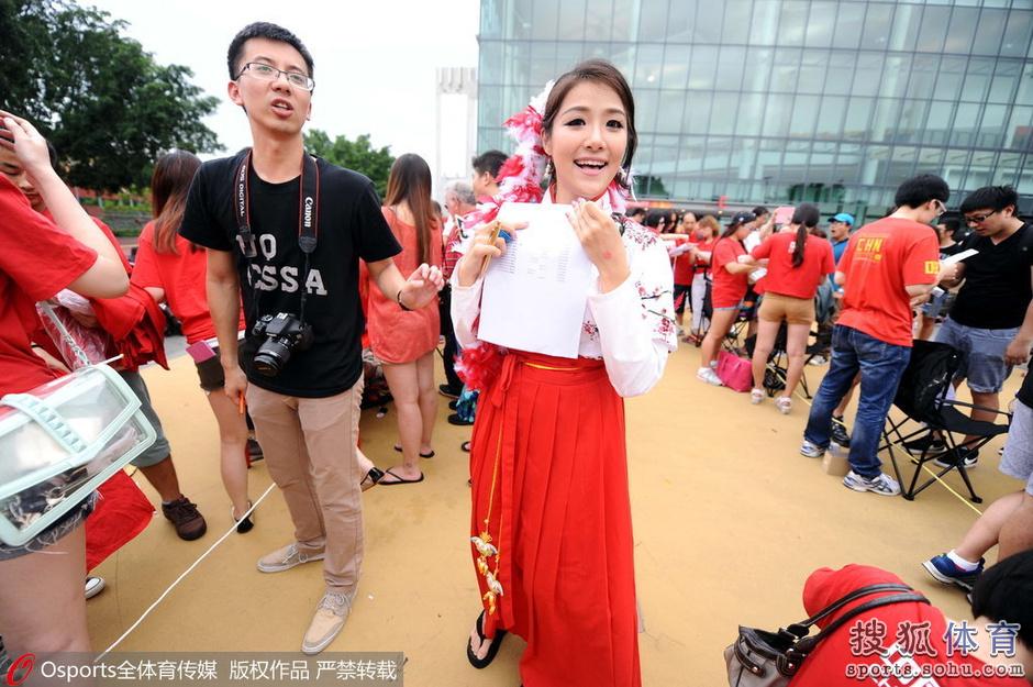亚洲杯14日女孩汇总:清纯妹惊为天人胸插美女赞美国旗的成语图片